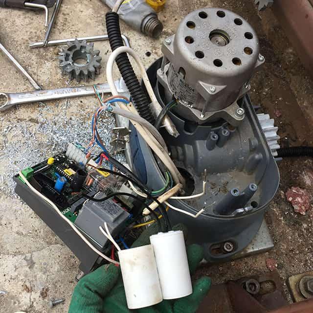 Замена пусковой ёмкости привода откатных ворот